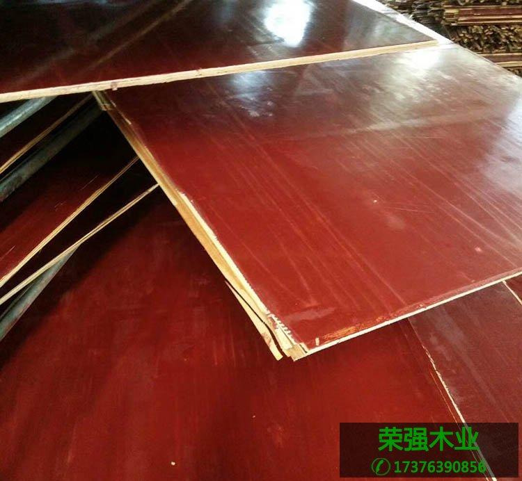 荣强木业是专业生产建筑模板的厂家